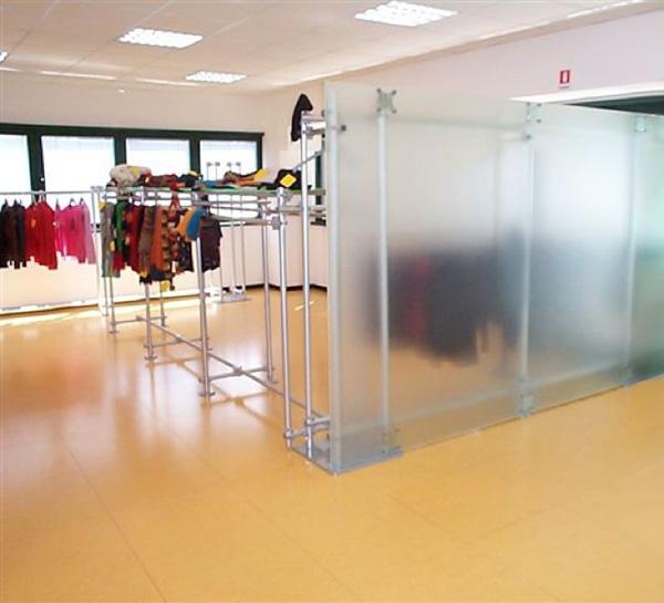 Cloisons mobiles pour magasins separations pour magasins for Arredi per pareti